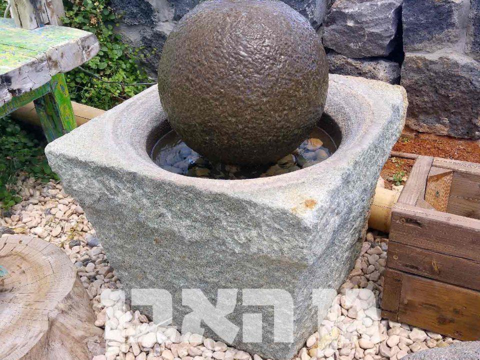 מזרקת ספרת אבן בשוקת עתיקה