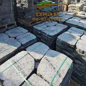 """מבצע - משטח אבן בזלת למדרך או ריצוף, 52 יח' במשטח- במקום 2,200₪ רק ב-₪ 1,499 כולל מע""""מ!"""