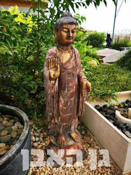 בודהה מאבן טבעית