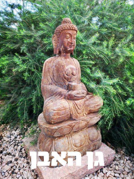 פסל בודהה יושבת מאבן טבעית