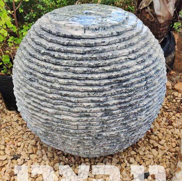 כדור שיש ירקרק מחורץ