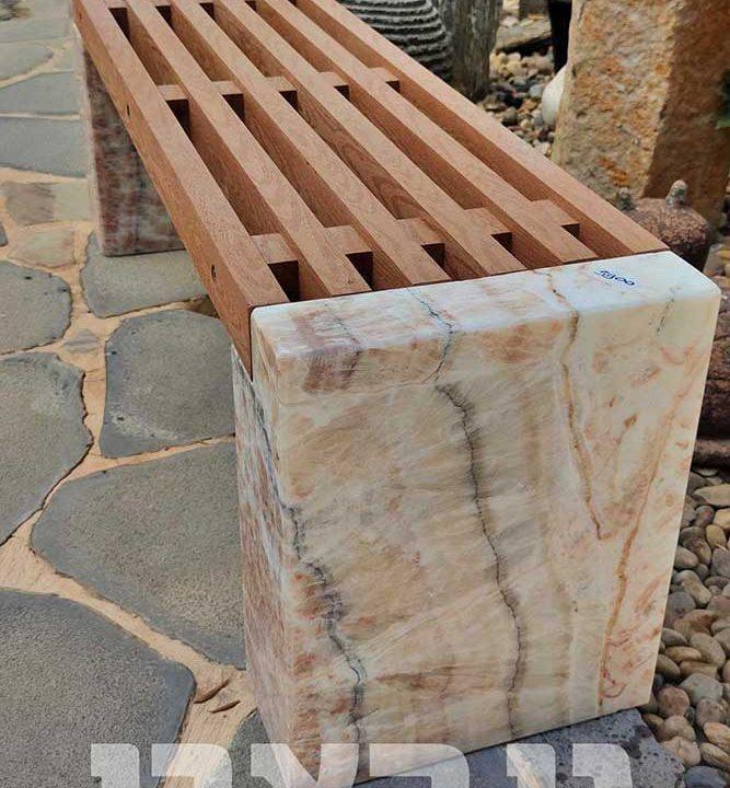 ספסל קוורץ בשילוב עץ מרהיב